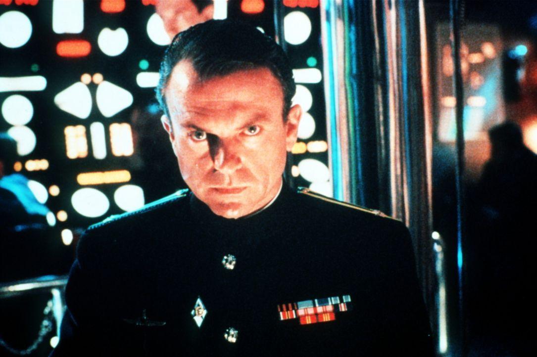 Weiß er, wohin die große Fahrt geht?  Zweiter Kapitän Borodin (Sam Neill) ... - Bildquelle: Paramount Pictures