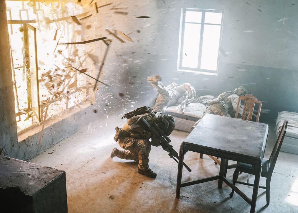 Die SEALs jagen in Dschalalabad noch immer die Hintermänner des Anschlags au... - Bildquelle: Erik Voake Erik Voake/CBS  2017 CBS Broadcasting, Inc. All Rights Reserved