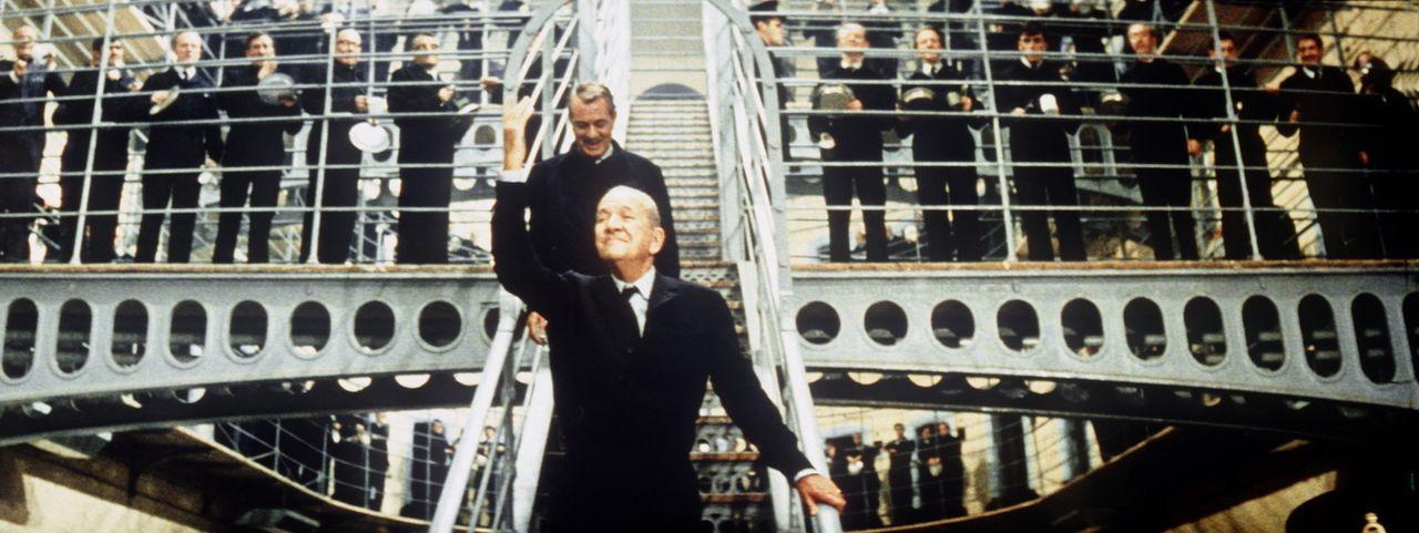 Mit dem alten Gauner Mr. Bridger (Noel Coward, vorne) plant der Meister aller Diebe, Charlie Croker,  einen neuen Coup ...