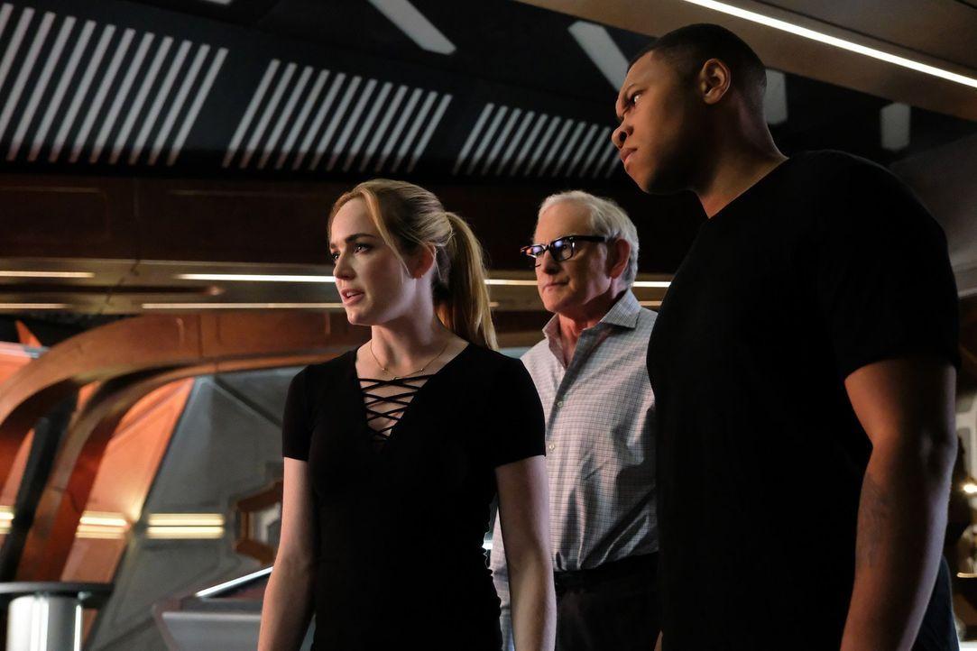 Während sich Sara (Caity Lotz, l.), Martin (Victor Garber, M.) und Jackson (Franz Drameh, r.) mit einem mächtigen Metawesen auseinandersetzen, sucht... - Bildquelle: 2017 Warner Bros.