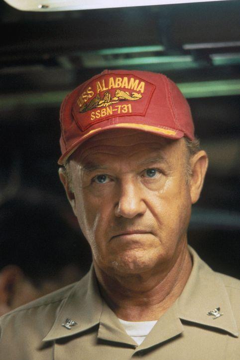 Der konservative Captain Ramsey (Gene Hackman) interpretiert den lesbaren Teil der Nachricht als einen Befehl zum Abschuss amerikanischer Atomrakete... - Bildquelle: Buena Vista Pictures