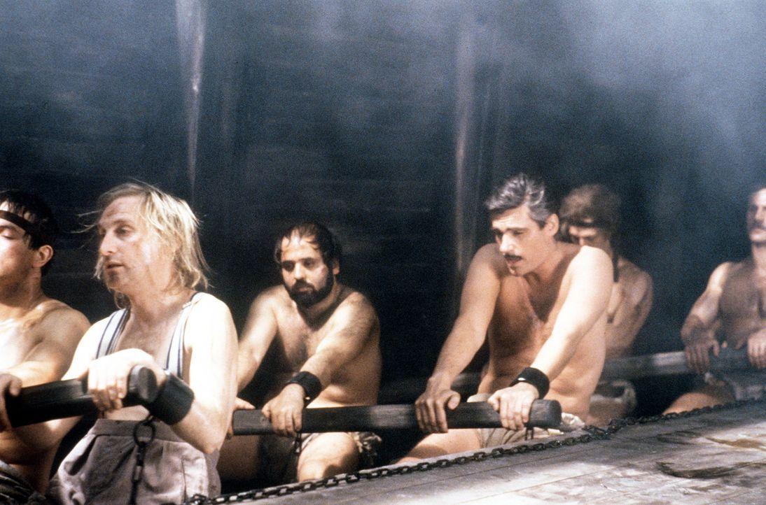 Wahre Arbeit, wahrer Lohn! Otto (Otto Waalkes, l.) und sein Rivale Ernesto (Sky Dumont, r.) ... - Bildquelle: Tobis Filmkunst