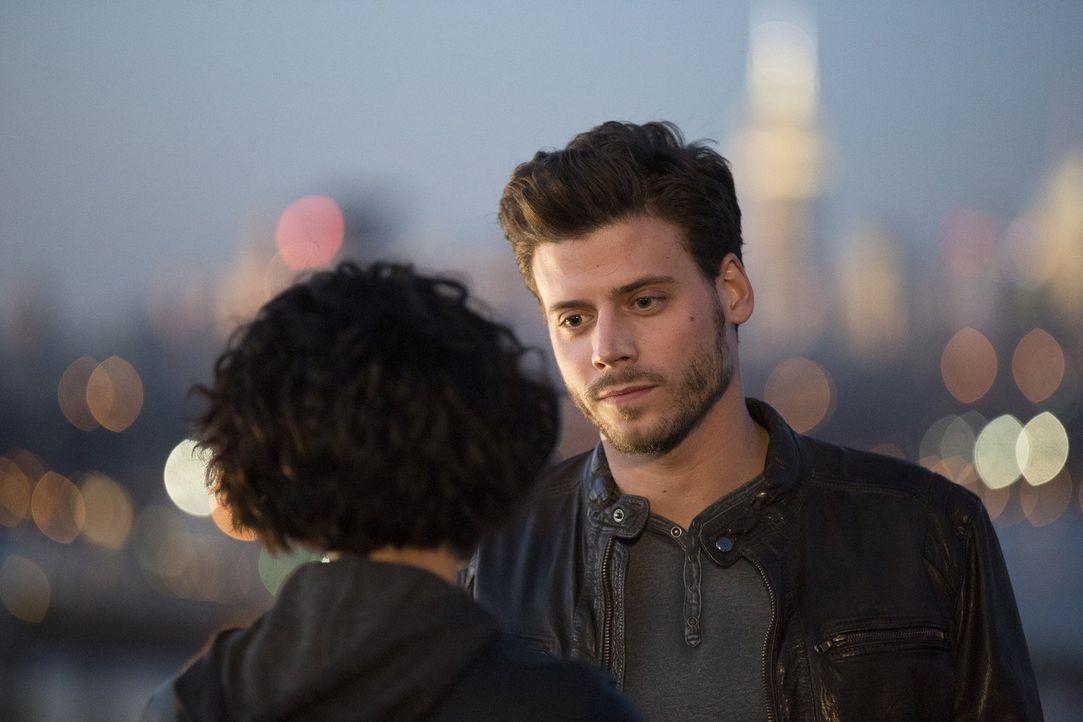 Kann Jane (Jaimie Alexander, l.) Oscar (Francois Arnaud, r.) vertrauen? - Bildquelle: Warner Brothers