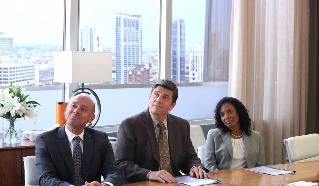 Was werden Randall (J.D. Walsh, l.), Terrence (Rod McLachlan, M.) und Woman (Dana Wilson, r.) zu Simons und Sydneys Spot sagen? - Bildquelle: 2013 Twentieth Century Fox Film Corporation. All rights reserved.