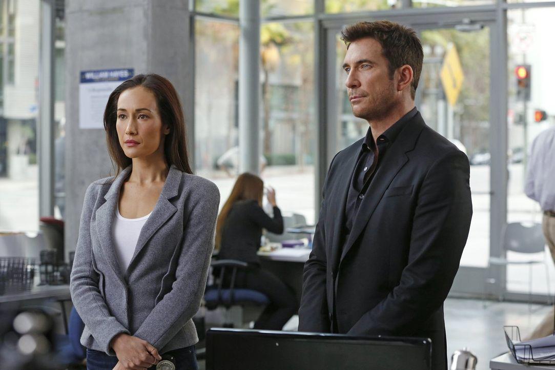 Müssen in einem neuen Fall ermitteln: Beth (Maggie Q, l.) und Jack (Dylan McDermott, r.) ... - Bildquelle: Warner Bros. Entertainment, Inc.