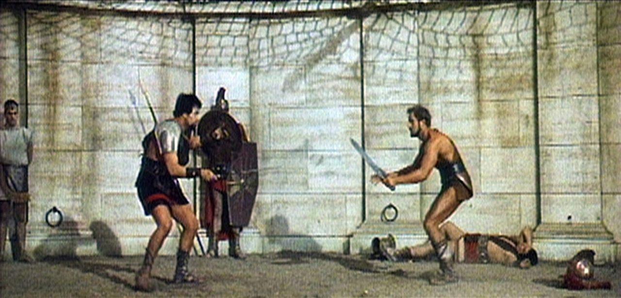 Der Gladiator Glaucus (Richard Harrison, r.) nimmt es mit jedem Gegner auf ... - Bildquelle: Sancro Film