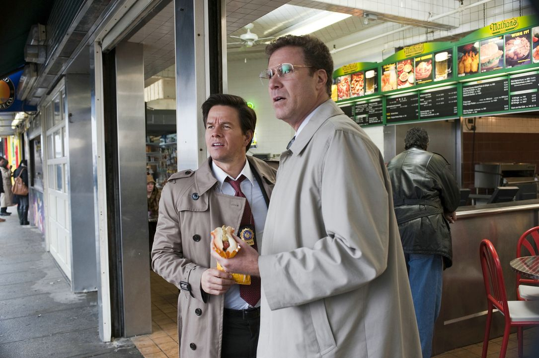 Die etwas anderen Cops: Detective Allen Gamble (Will Ferrell, r.) und sein Partner wider Willen Detective Terry Hoitz (Mark Wahlberg, l.) ... - Bildquelle: 2010 Columbia Pictures Industries, Inc. All Rights Reserved.