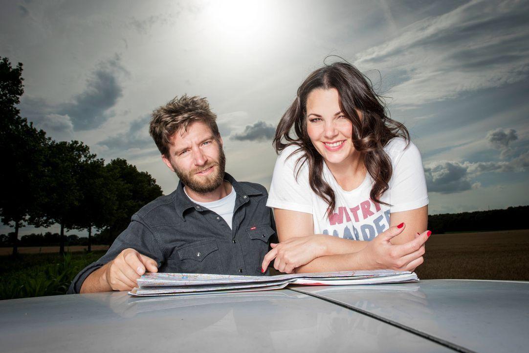 Auf ihrem Roadtrip durch Deutschland treffen Paula (r.) und Matthias Lambert (l.) auf Menschen, die ihnen spannende Dinge zur schönsten Nebensache d... - Bildquelle: Martin Rottenkolber sixx