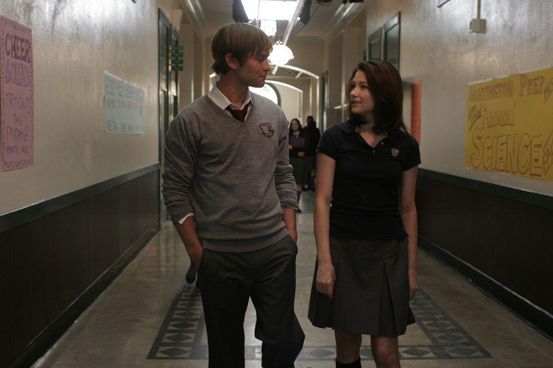 Kurz vor ihrem 18. Geburtstag wird Molly (Haley Bennett, r.) von eigenartigen Visionen und Halluzinationen heimgesucht, die ihr schreckliche Angst m...