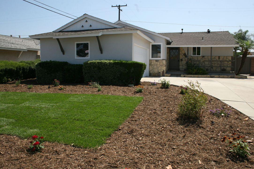 Das Haus ist alt, aber mit ein paar Renovierungsarbeiten kann das Makler-Paar eine schicke Immobilie zaubern. - Bildquelle: 2015,HGTV/Scripps Networks, LLC. All Rights Reserved