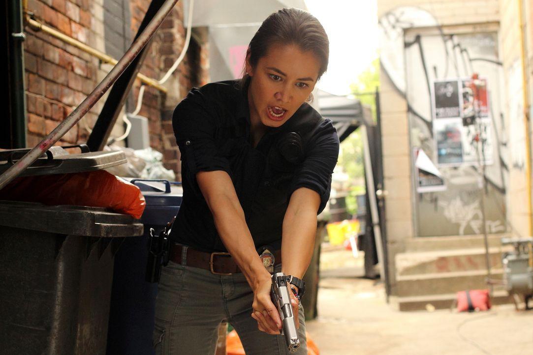 Muss in die Rolle eines eiskalten Angreifers schlüpfen: Detective Elizabeth Liette (Luisa D'Oliveira) ... - Bildquelle: BetaFilm