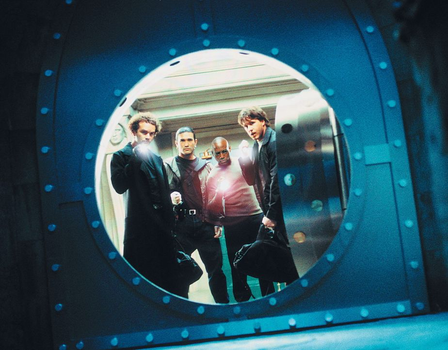 Angelockt von dem Gerücht, massenhaft Geld im Safe zu finden, brechen Gangster Marcus (Omar Epps, 2.v.r.) und seine High-Tech-Bande (Danny Masterso... - Bildquelle: Dimension Films