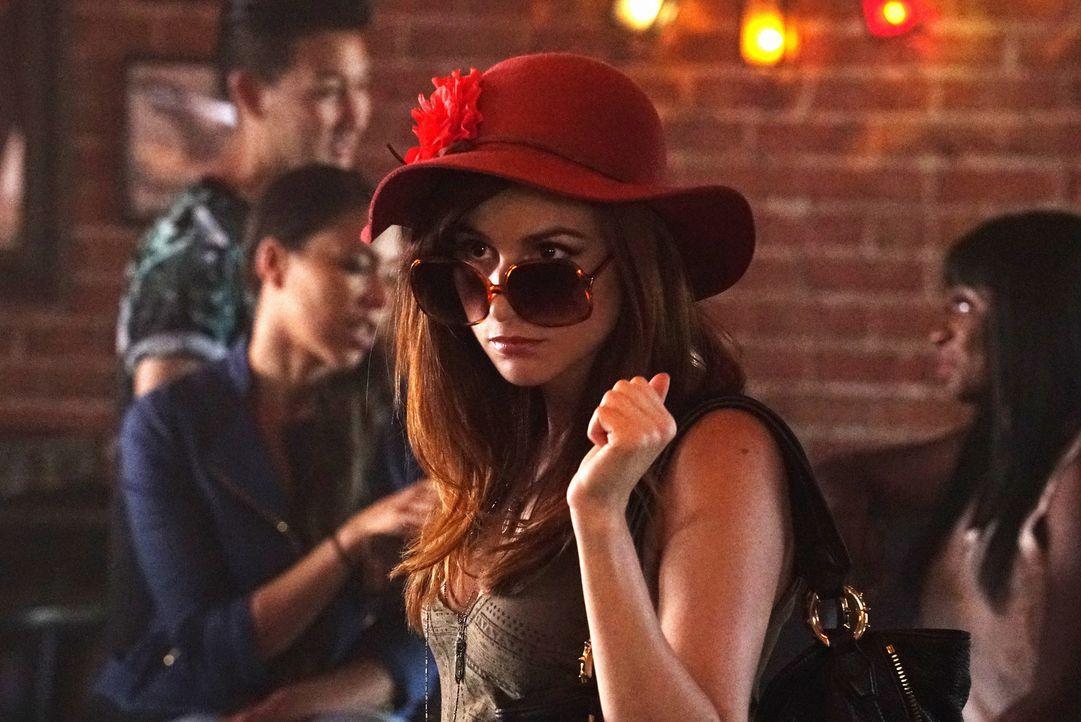 Gretchen (Aya Cash) macht sich auf den Weg, um Jimmys Bar-Freundin ganz genau anzuschauen, aber könnte diese ihr je wirklich Konkurrenz machen? - Bildquelle: 2015 Fox and its related entities.  All rights reserved.