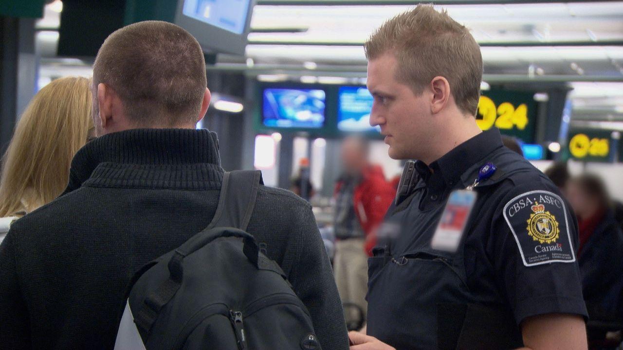 Viele der Reisenden, die täglich nach Kanada einreisen, haben etwas zu verbergen ... - Bildquelle: Force Four Entertainment / BST Media 2 Inc.