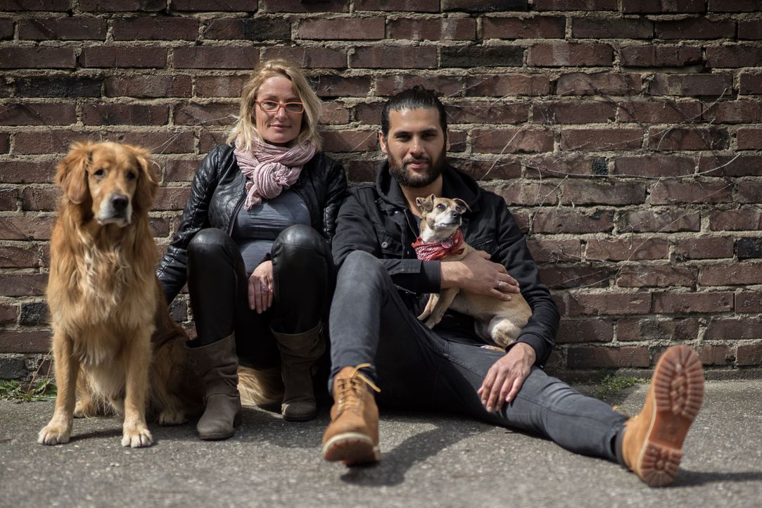 """Bei """"Projekt Superhund - Helfer auf vier Pfoten"""" begeben sich die Tiertrainer Sabine Hulsebosch (l.) und Masih Samin (r.) in Tierheimen auf die Such... - Bildquelle: SAT.1"""