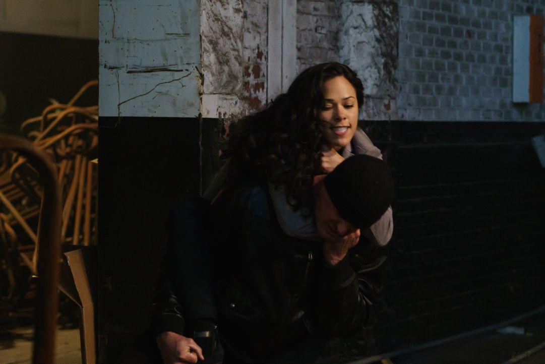 Ist es bereits zu spät, als Sophie (Jessica Camacho) erkennt, wer wirklich die Kontrolle über den Ghul hat? - Bildquelle: 2015-2016 Fox and its related entities.  All rights reserved.