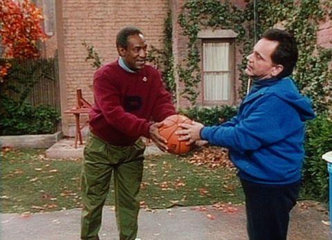 Bill Cosby Show - Cliff (Bill Cosby, l.) versucht, seinem Freund Alfred (Ray...