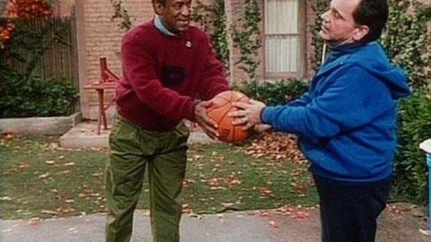 Cliff (Bill Cosby, l.) versucht, seinem Freund Alfred (Ray Mattis, r.) ein pa...