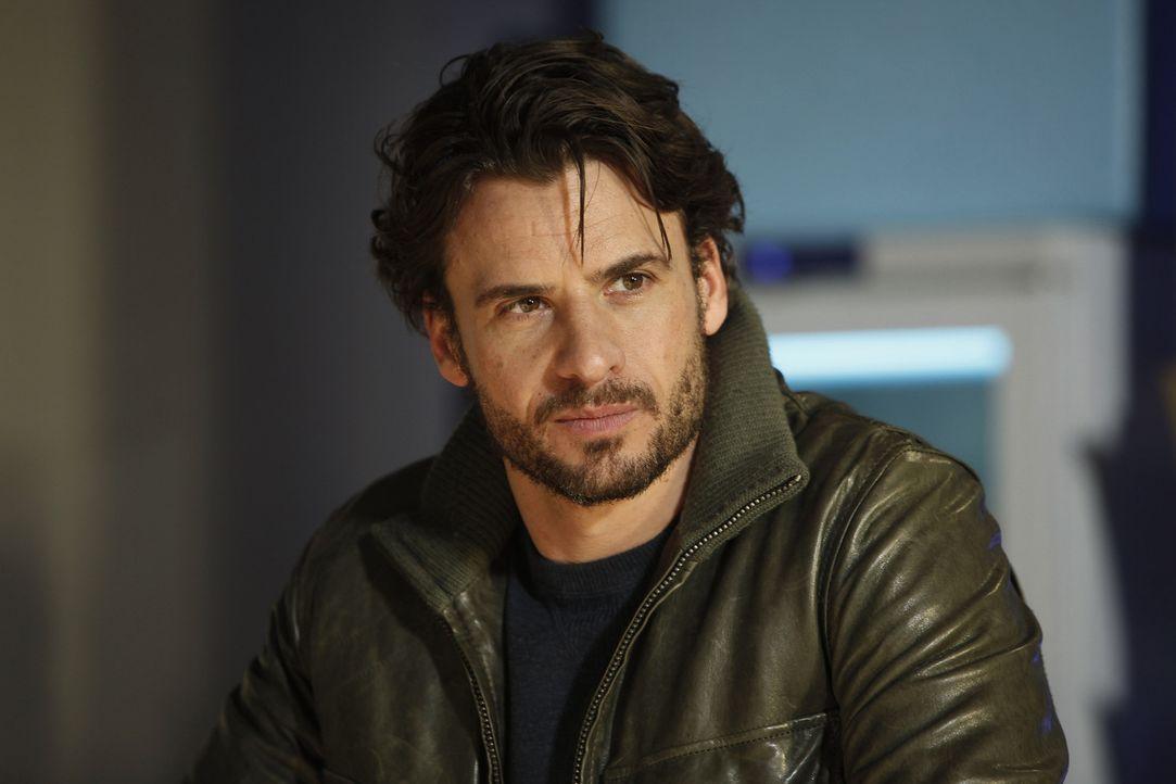"""Zunächst ist Conrad (Stephan Luca) keineswegs von seiner neuen Schreibkraft angetan. Doch nach und nach erobert Lizzy, die sich als """"Sabine"""" jeder... - Bildquelle: SAT.1"""