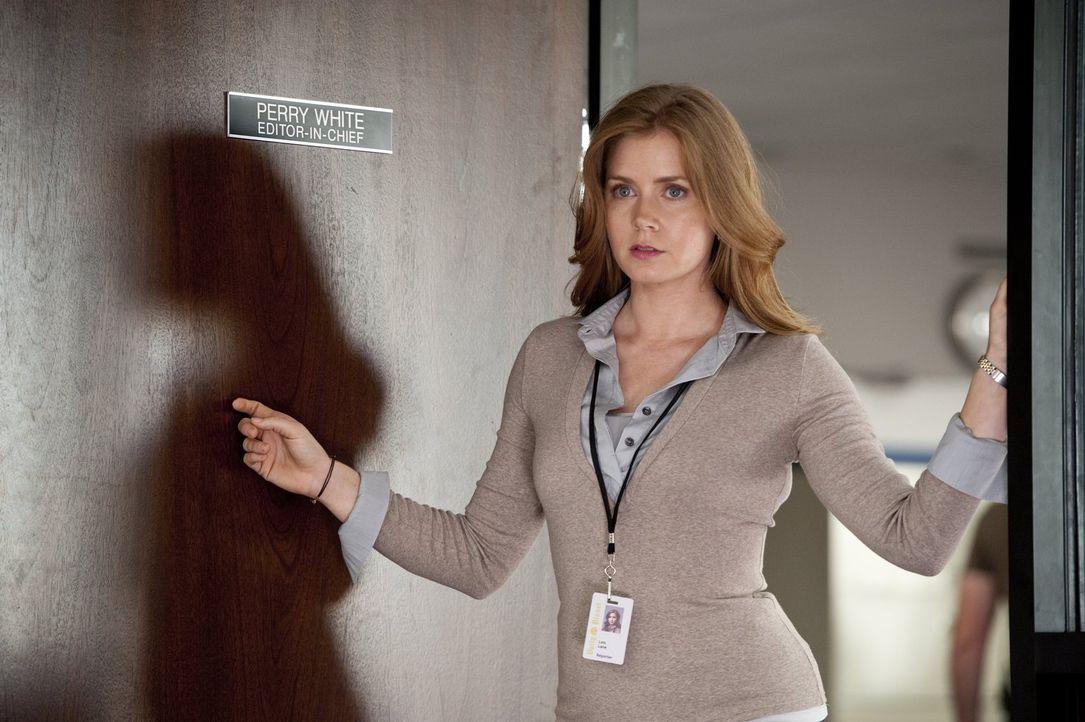 Journalistin Lois Lane (Amy Adams) beweist Scharfsinn: Nach einigen Nachforschungen ist sie Clark Kents Geheimnis auf der Spur ... - Bildquelle: 2013 Warner Brothers