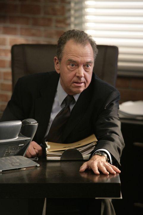 Kann nicht glauben, dass Patrick Jane seinen Job beim CBI aufgibt: Virgil Minelli (Gregory Itzin) ... - Bildquelle: Warner Bros. Television