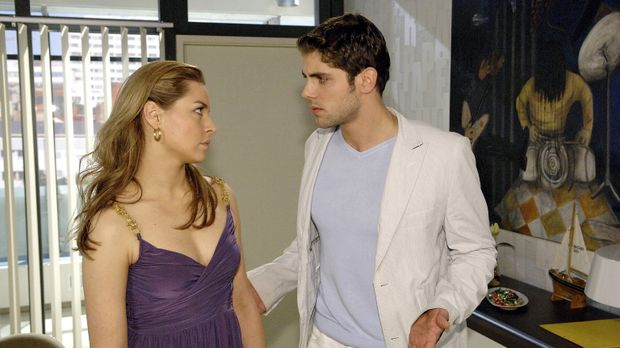 Jonas (Roy Peter Link, r.) ist wütend, dass Katja (Karolina Lodyga, l.) ihre...