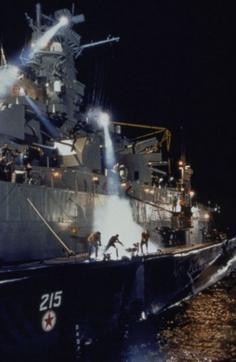 An Bord der USS Missouri entbrennt ein Kampf auf Leben und Tod ... - Bildquelle: Warner Bros.