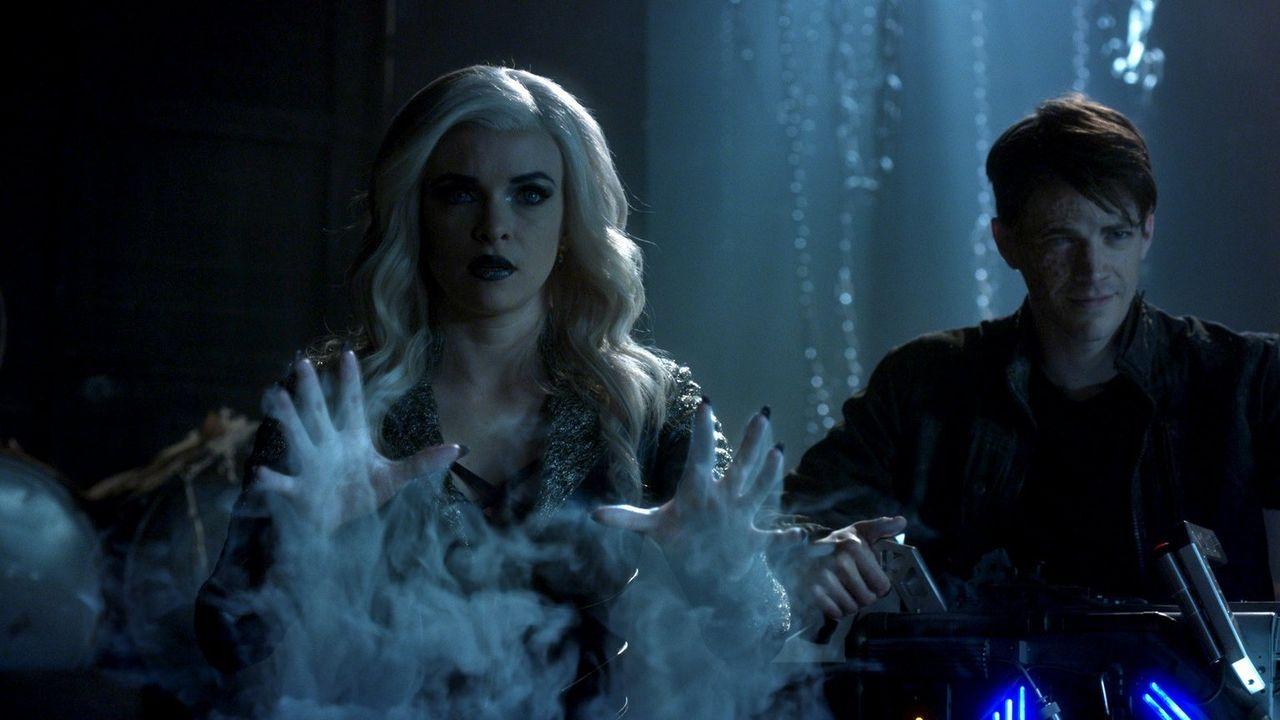 Steht Caitlin alias Killer Frost (Danielle Panabaker, l.) wirklich bedingungslos hinter Barry alias Savitar (Grant Gustin, r.)? - Bildquelle: 2016 Warner Bros.