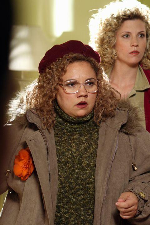 Rückblick: Martha Puck (Emily Nelson, l.) und Stefanie Levine (Cristina Ann Williamson, r.) ... - Bildquelle: Warner Bros. Television