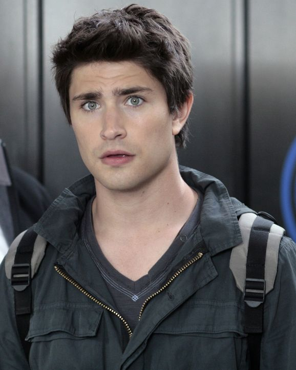 Plötzlich läuft nichts mehr wie geplant: Kyle (Matt Dallas) wird entdeckt, während er bei Madacorp seinen Ring sucht. Er muss so schnell wie mög... - Bildquelle: TOUCHSTONE TELEVISION