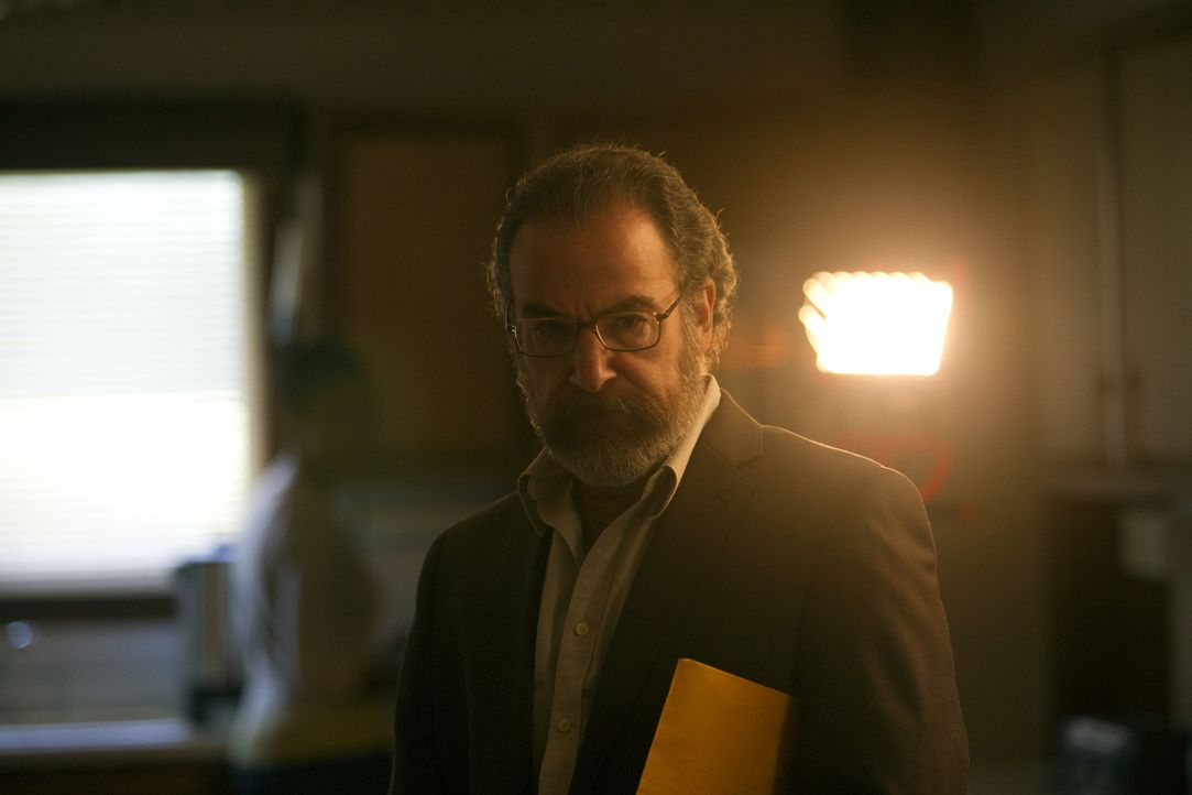 Die Rückkehr seiner Frau Mira verläuft ganz anders, als es sich Saul (Mandy Patinkin) erhofft hat ... - Bildquelle: 2011 Twentieth Century Fox Film Corporation. All rights reserved.