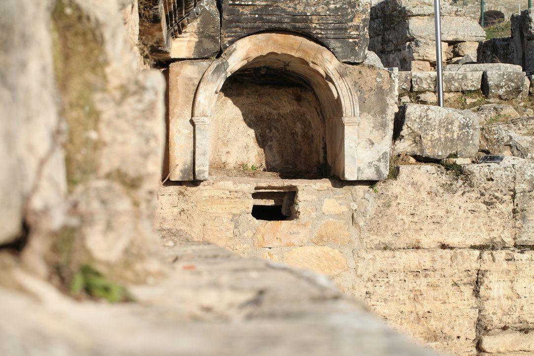 """Legenden aus der ganzen Welt berichten von heiligen Portalen zum Reich der Götter. Sind diese """"Eingämge"""" nur Erfindungen oder Mythen? Oder könnte es... - Bildquelle: Prometheus Entertainment"""