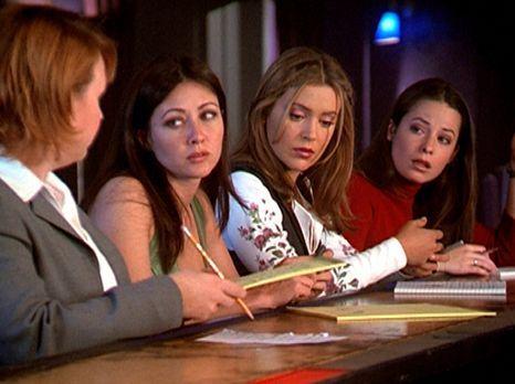 Charmed - Zauberhafte Hexen - (v.l.n.r.) Natalie (Audrey Wasilewski) hat das...