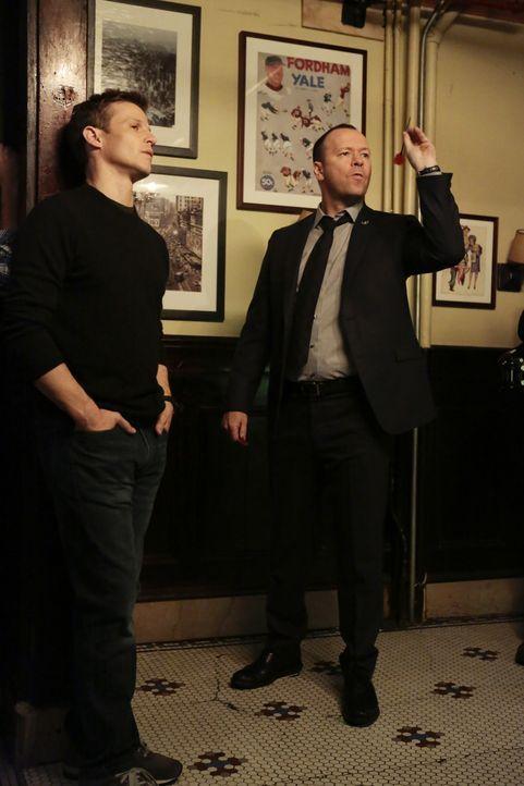 Die Stimmung zwischen den beiden Brüdern ist erhitzt: Jamie (Will Estes, l.) und Danny (Donnie Wahlberg, r.) sind sich äußerst uneinig darüber, was... - Bildquelle: Giovanni Rufino 2016 CBS Broadcasting Inc. All Rights Reserved