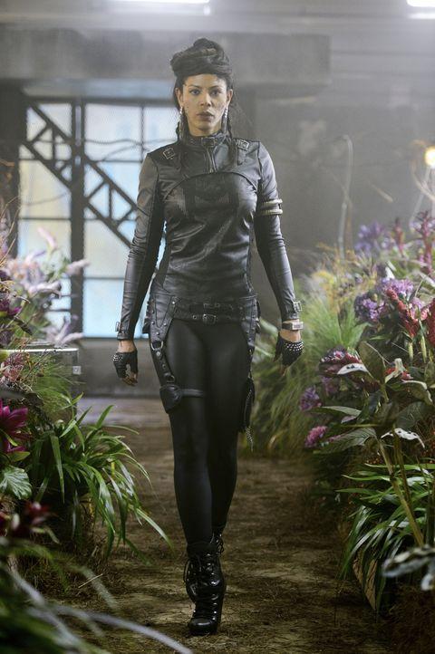 Während Emery und Julia mit dem Maias Unmut zu kämpfen haben, lässt sich Vega (Merle Dandridge) von den Mitgliedern der Tregs feiern ... - Bildquelle: 2014 The CW Network, LLC. All rights reserved.