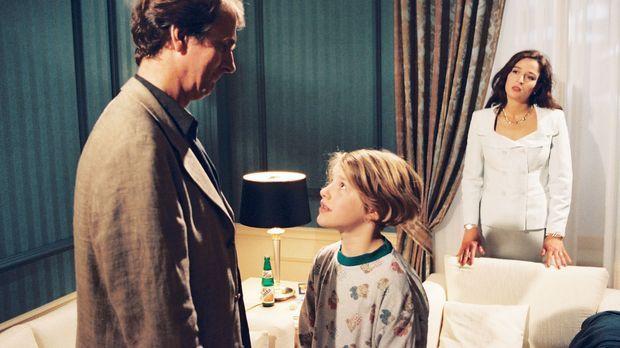 Richard Dollinger (Peter Prager, l.) ist seiner neuen Freundin Brigitte (Lara...
