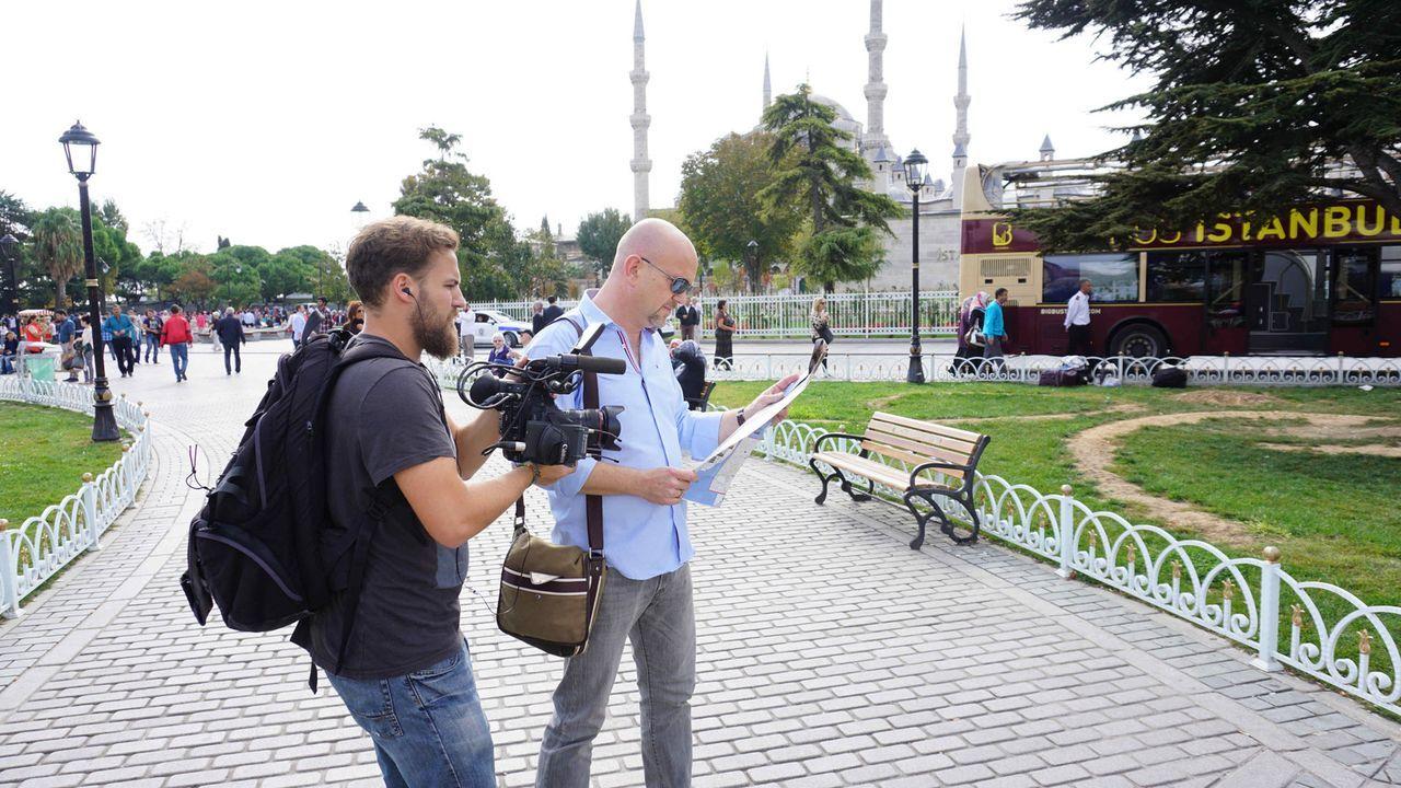 In geheimer Mission in Spanien, der Türkei, Thailand und Brasilien unterwegs: Peter Giesel (r.) ... - Bildquelle: kabel eins