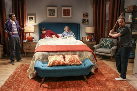 The Big Bang Theory - Obwohl Raj (Kunal Nayyar, l.) eigentlich niemandem zur...