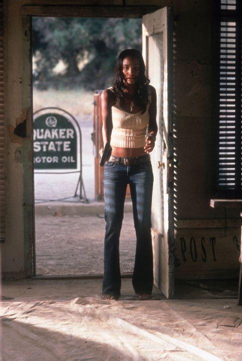 Rita (Joy Bryant) ahnt noch nicht, dass sich Gangster an ihre Fersen geheftet haben ... - Bildquelle: Sony Pictures Television International. All Rights Reserved.