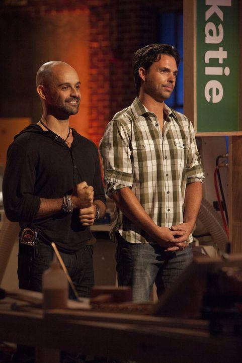 Gaspar (l.) und Brooks (r.) wollen die Jury mit einem besonderen Extra auf ihre Seite ziehen ... - Bildquelle: 2015 Warner Bros.