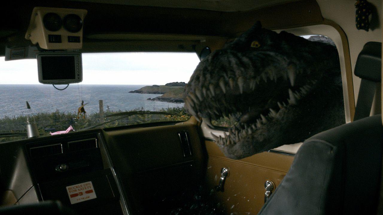 Ein lebensgefährlicher Riesen-Panzerlurch treibt sein Unwesen. Abby, Connor und Matt versuchen alles um ihn aufzuhalten ... - Bildquelle: ITV Plc