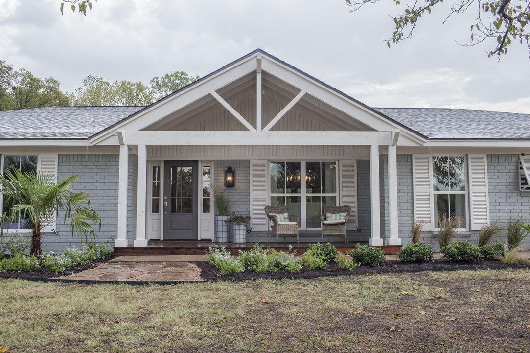 """Chris und Lindy sind in den letzten sechs Jahren fünf Mal umgezogen und möchten nun endlich ein """"Forever-home"""" in Hewitt, Texas finden. Die Umbau-Pr... - Bildquelle: jennifer boomer 2015, HGTV/ Scripps Networks, LLC.  All Rights Reserved."""