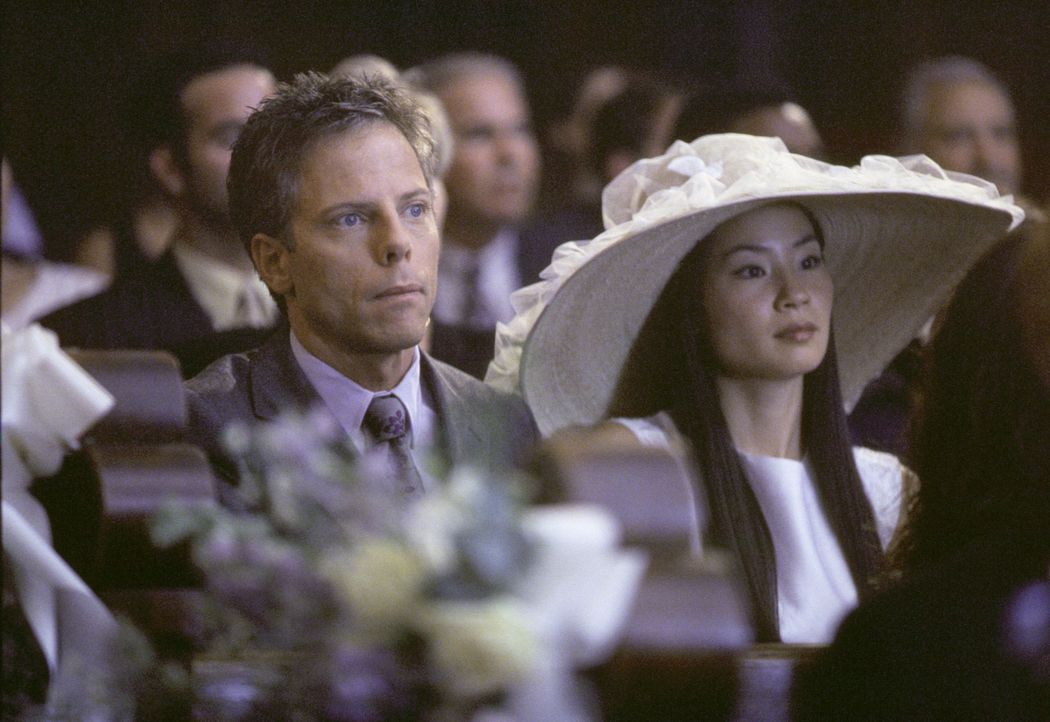 Noch ahnen Richard (Greg Germann, l.) und Ling (Lucy Alexis Liu, r.) nicht, welch ein Schauspiel ihnen gleich in der Kirche geboten wird ... - Bildquelle: 1999 Twentieth Century Fox Film Corporation. All rights reserved.