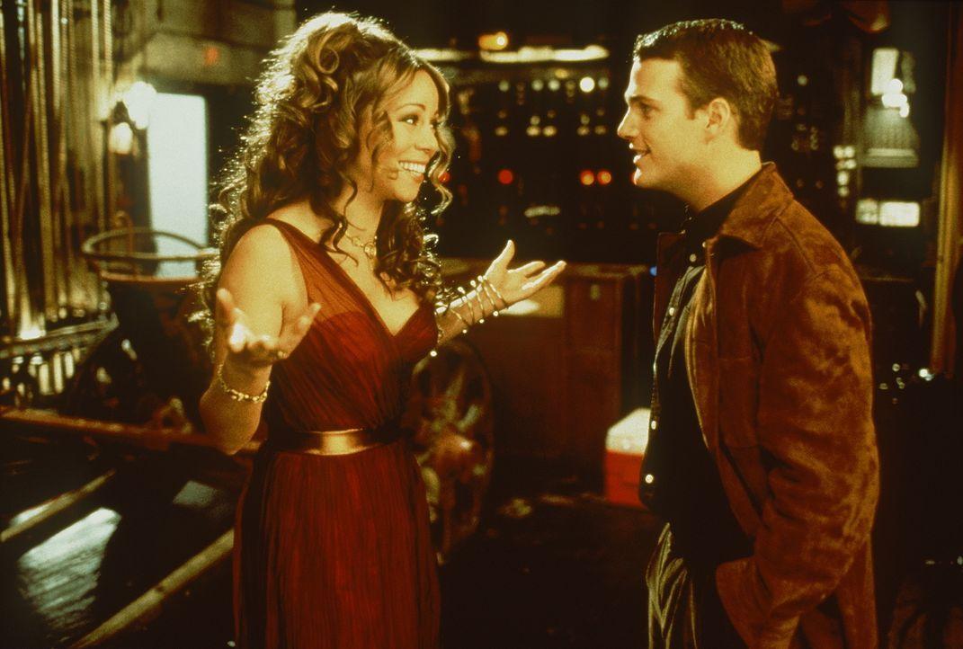 In seiner Verzweiflung innerhalb von 24 Stunden verheiratet sein zu müssen, klappert er alle seine Verflossenen ab. Doch auch Ilana (Mariah Carey, l... - Bildquelle: New Line Cinema