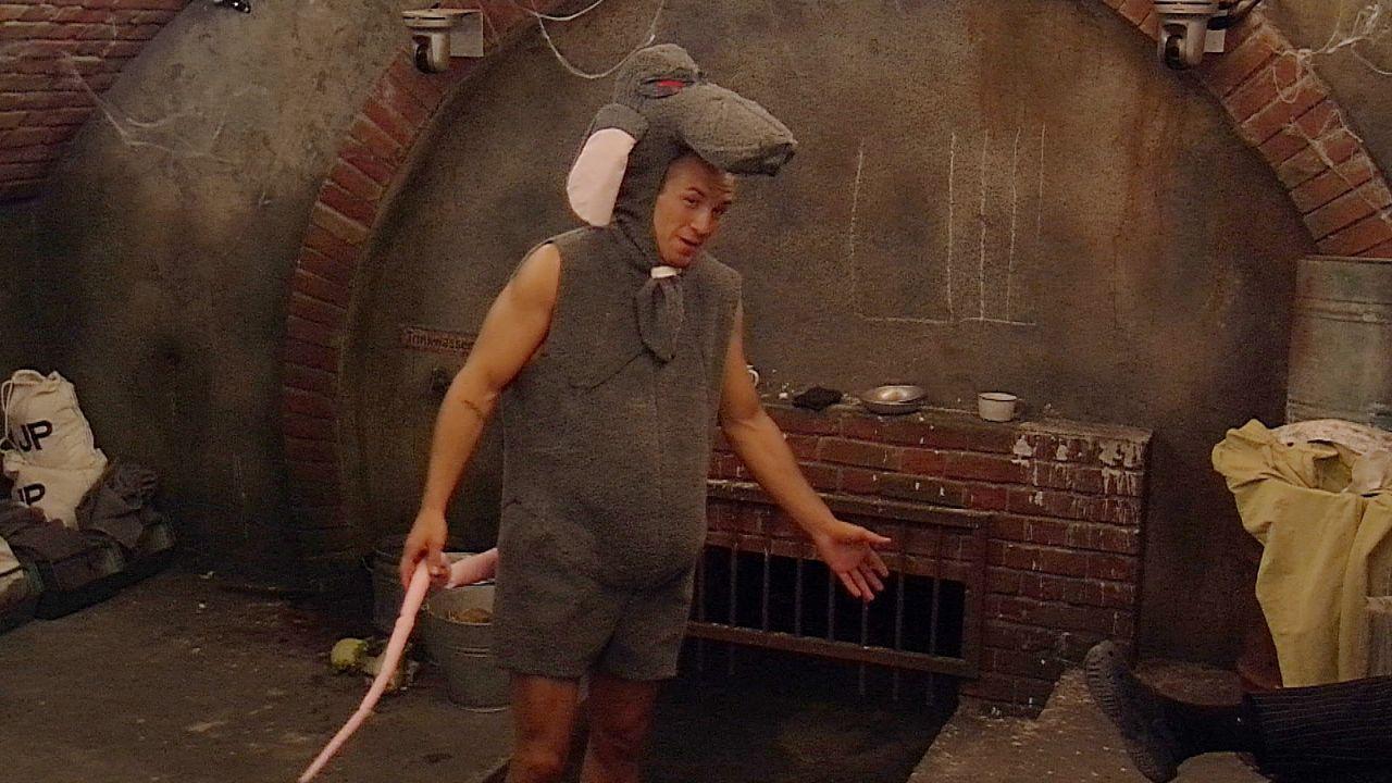 Tag7_Frank im Rattenkostüm3