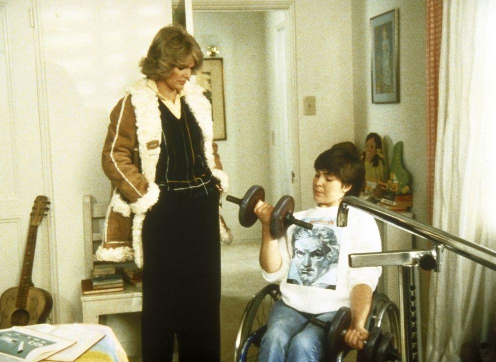 Cagney (Sharon Gless, l.) besucht die kleine Jerri (Suzy Gilstrap), die nach einem Unfall schwer verletzt wurde. - Bildquelle: ORION PICTURES CORPORATION. ALL RIGHTS RESERVED.