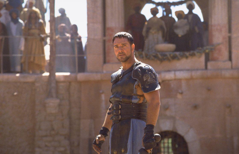 Nachdem Commodus den Thron besteigt, wird Maximus (Russell Crowe) als Sklave gefangen genommen. Nach Jahren harter Arbeit und Ausbildung zum Gladiat... - Bildquelle: Universal Pictures