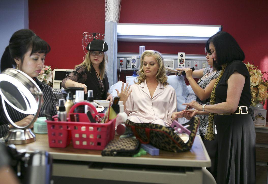 Schön sein ist alles: Alexis (Rebecca Romijn, M.) ... - Bildquelle: Buena Vista International Television