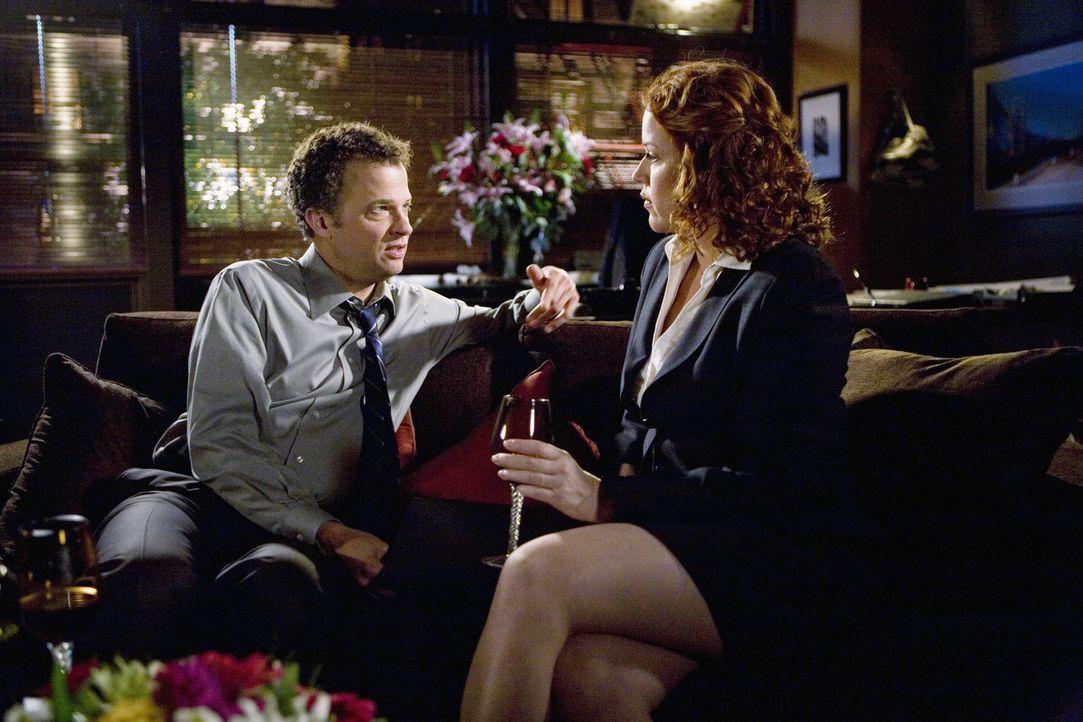 George ist eifersüchtig auf Anne (Molly Ringwald, r.), die von David Johnson (Ben Weber, l.) eingestellt wird ... - Bildquelle: 2008 DISNEY ENTERPRISES, INC. All rights reserved. NO ARCHIVING. NO RESALE.