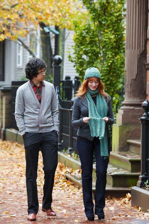 Als Ethan (Geoffrey Arend, l.) sich nach und nach in Karen Archer (Christina Hendricks, r.), der Zwillingsschwester der Toten verguckt, sucht er ums... - Bildquelle: ABC Studios